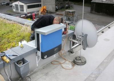 Montage der Steuerbox Solaranlage
